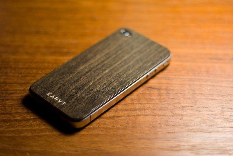 iPhone 4 w drewnie
