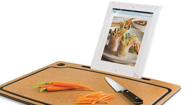 Deska do krojenia z… podstawką na iPada!