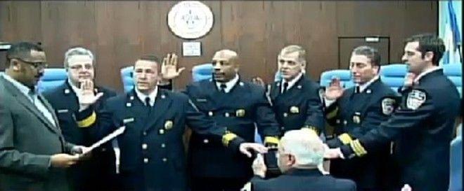 Strażacy w New Jersey, składali przysięgę na… aplikacji biblijnej iPada!