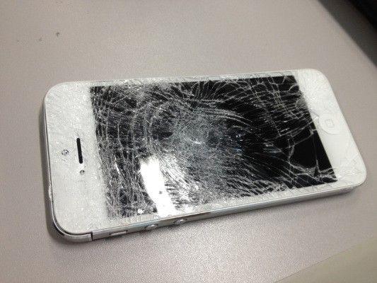 Serwis iPhone Szczecin: Wymiana zbitej szybki w iPhone 5 teraz taniej!