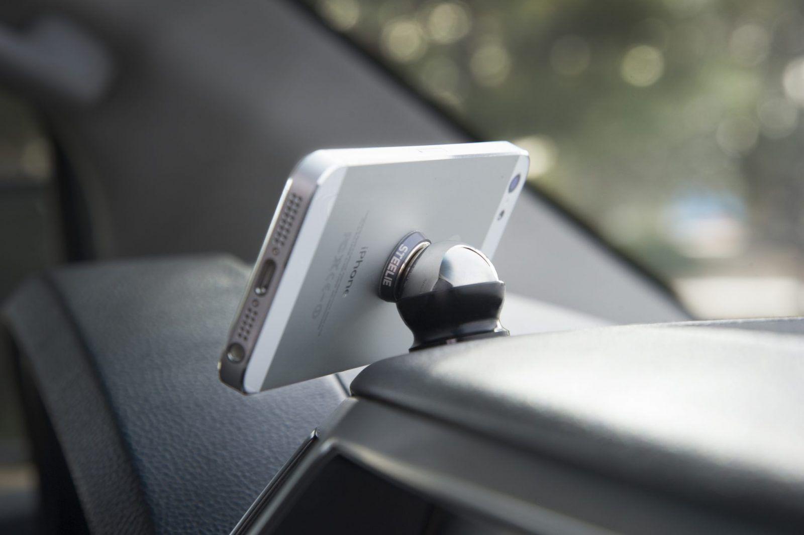 Recenzja STEELIE Car Mount Kit – Doskonały sposób na subtelny montaż iPhone?a w aucie