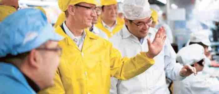 Tim Cook po raz kolejny odwiedza fabrykę Foxconn