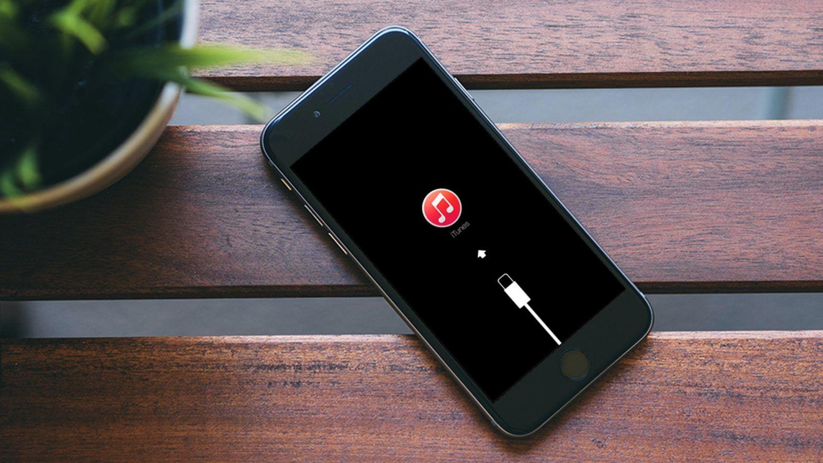 Jak wprowadzić iPhone w tryb DFU, a jak w Recovery?