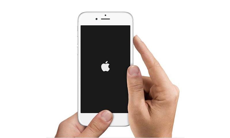 """""""Czarny ekran"""" na telefonie iPhone? Co możemy zrobić, gdy telefon nie reaguje?"""