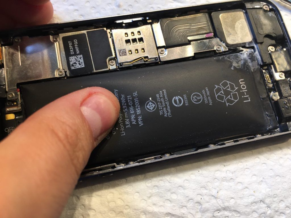 Wymiana baterii w iPhone, wybuchająca bateriw a iphone Applemobile.pl 7