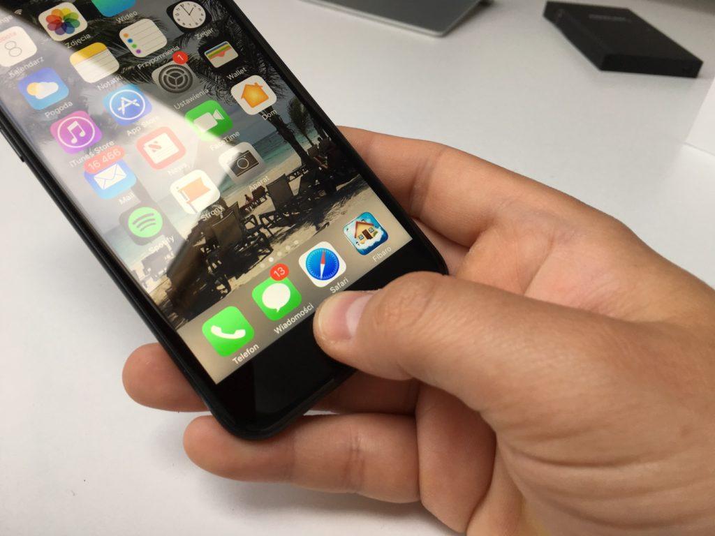 zbita szybka w iphone 7 naprawa w szczecinie w serwisie apple