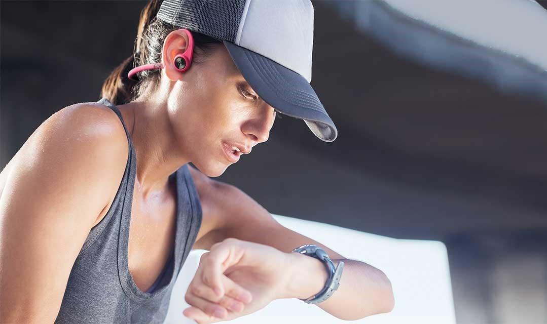 backbeat-fit-woman-trucker-hat