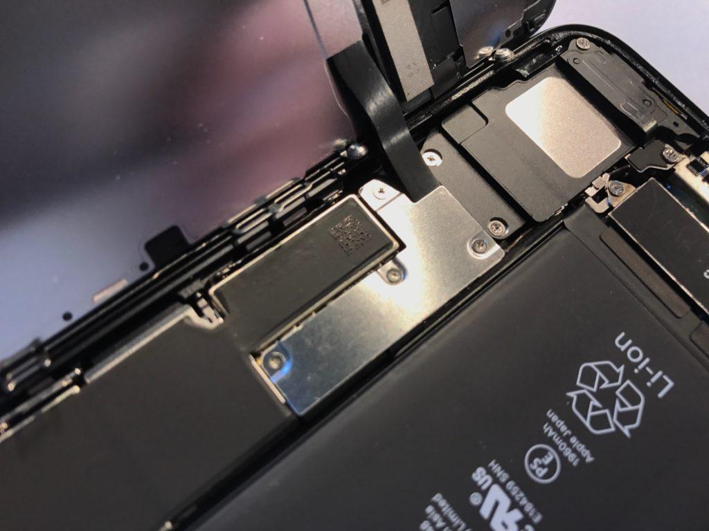 ALS oraz TrueTone programujemy i kalibrujemy indywidualnie dla twojego iPhone 7