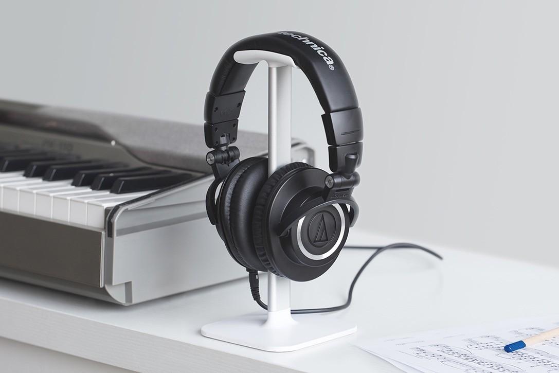 Recenzja Bluelounge Posto – stojak dla słuchawek nausznych, dzięki którym łatwiej zapanujesz nad porządkiem na biurku