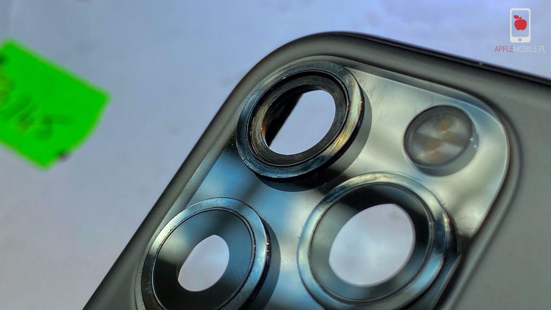 iPhone 11 Pro po zdemontowaniu rozbitej szybki aparatu