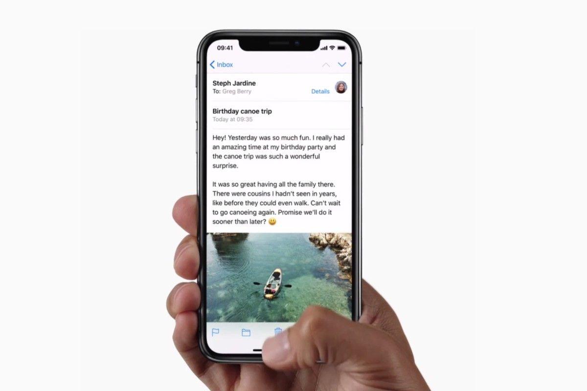 Filmiki instruktażowe z obsługi iPhone'a X w kodzie iOS 11.1