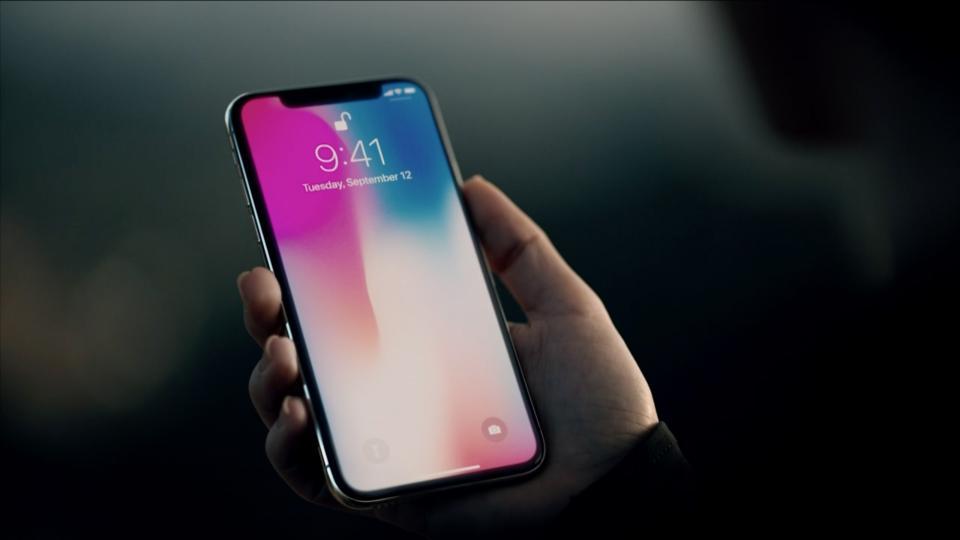 iPhone X w przedsprzedaży oraz drogi w naprawie serwisowej