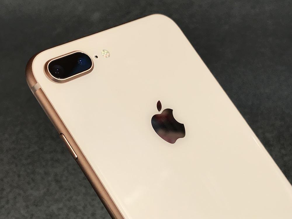 Kolejne przypadki puchnących akumulatorów w iPhone'ach 8