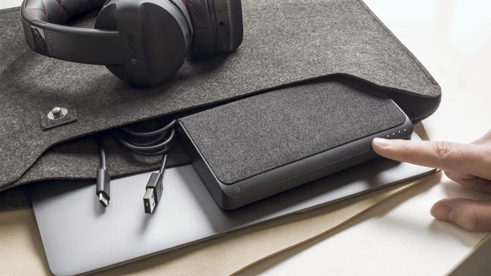 MacBook i MacBook Pro z przenośnymi ładowarkami USB-C od mophie