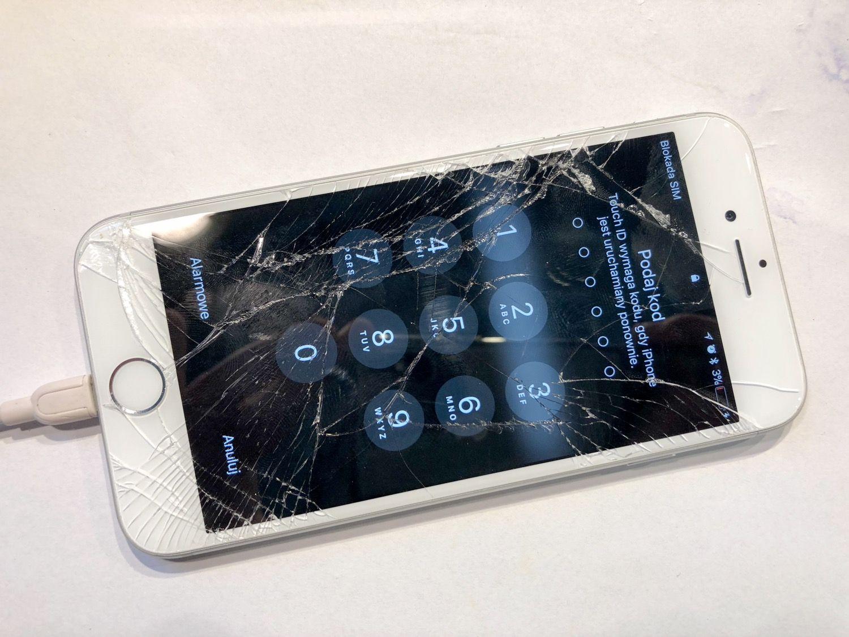 Każdy telefon iPhone u nas naprawisz lub zutylizujesz.