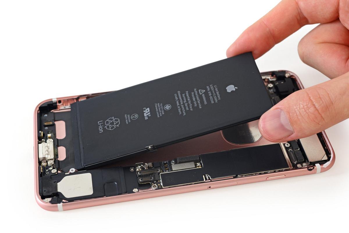 Twój iPhone działa wolniej niż kiedyś? Wiemy dlaczego i jak sobie z tym poradzić.