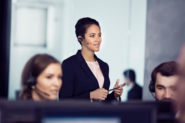 Jabra przedstawia Engage – serię zestawów słuchawkowych, gwarantujących doskonałą jakość rozmów oraz bezpieczeństwo połączeń, zaprojektowaną z myślą o potrzebach biznesu