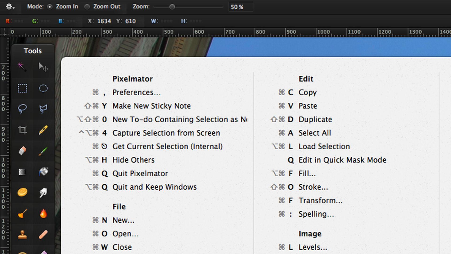 Jak wyświetlić dostępne skróty klawiszowe w każdej aplikacji na Mac?