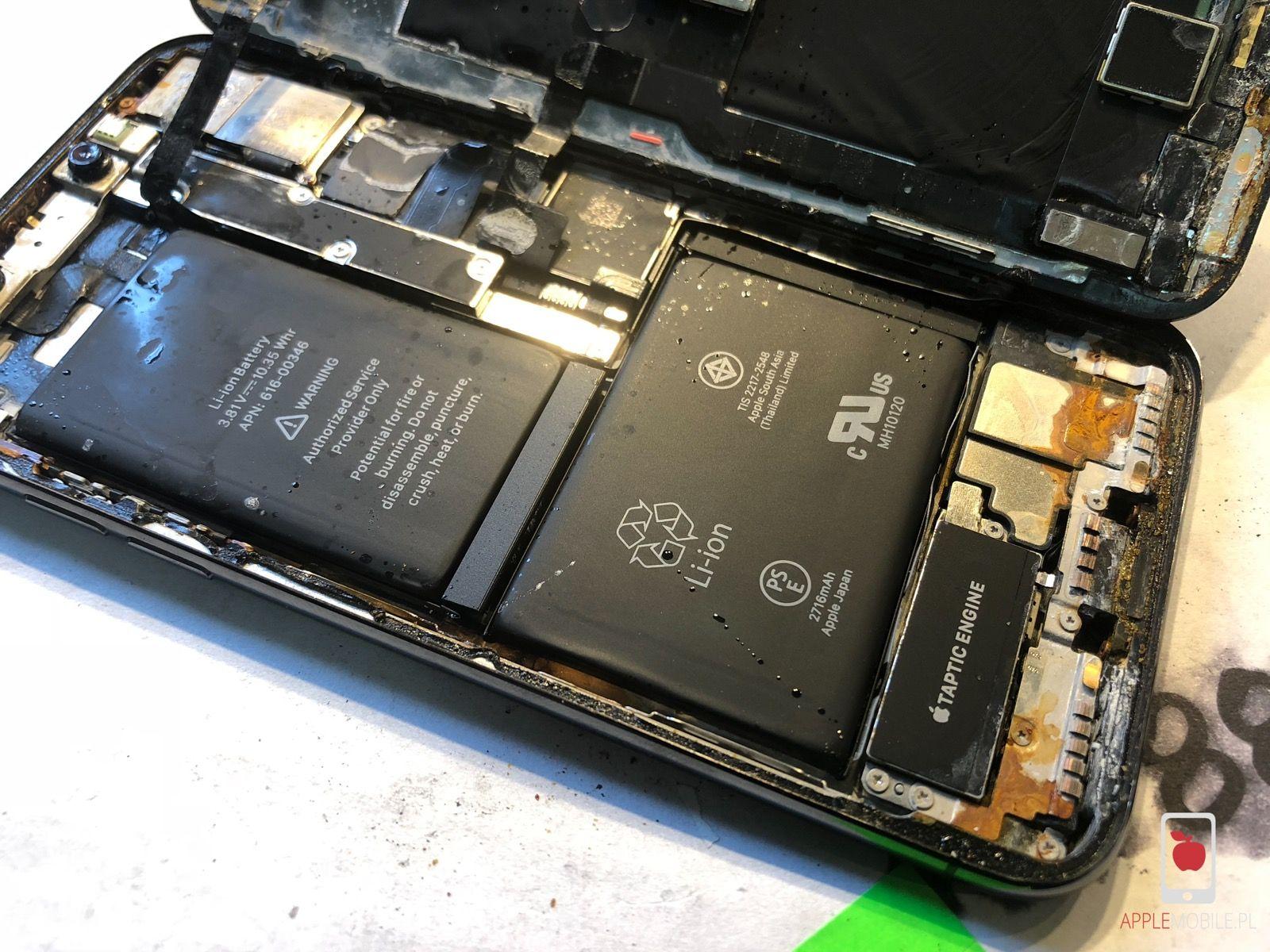 Zalany iPhone X. Naprawa zalanego iPhone X po ingerencji cieczy. iPhone X po moczeniu w wodzie nie działa.