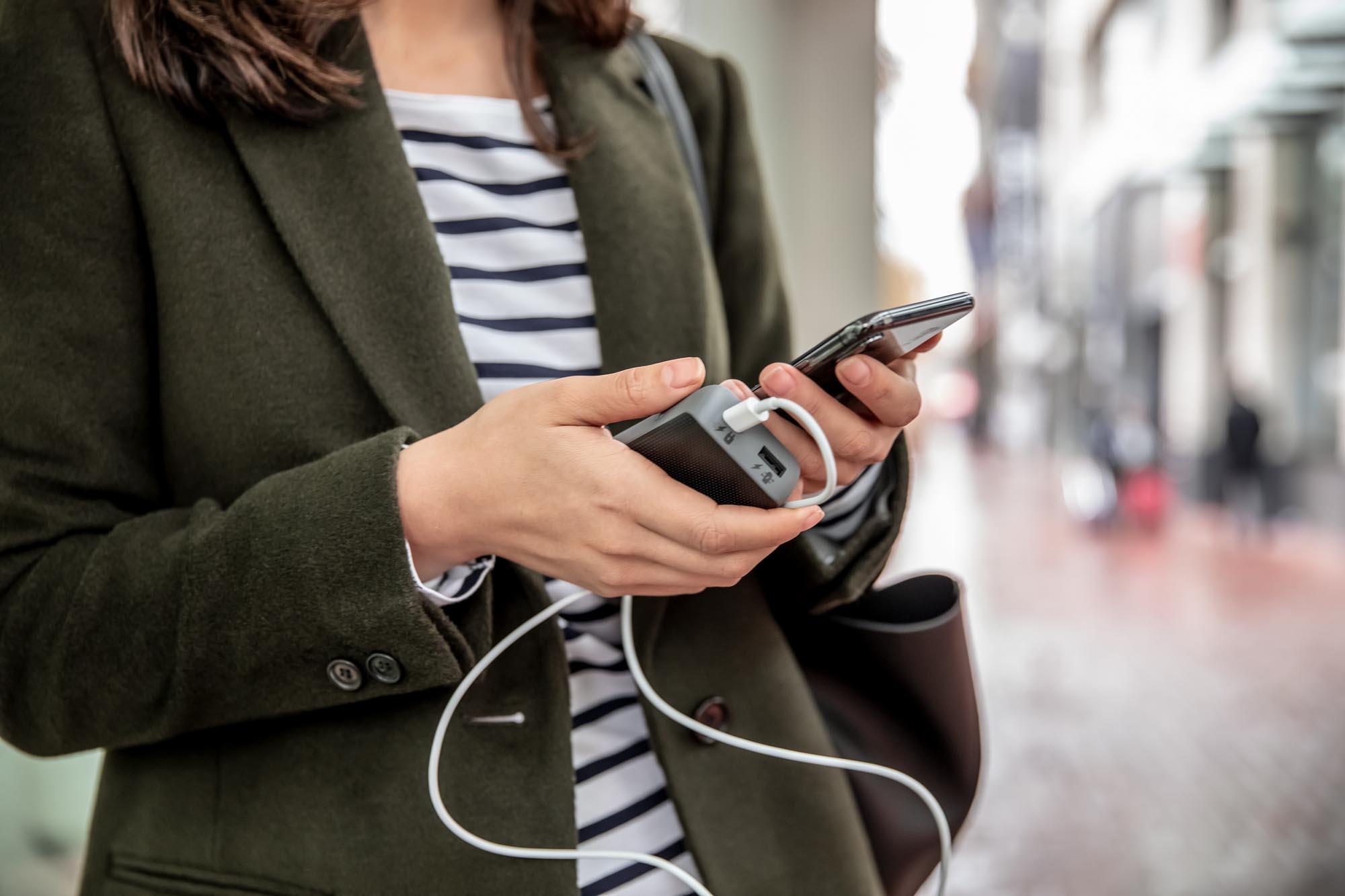 mophie wprowadza uniwersalne powerstation PD oraz PD XL, które zapewniają najszybsze ładowanie smartfonów