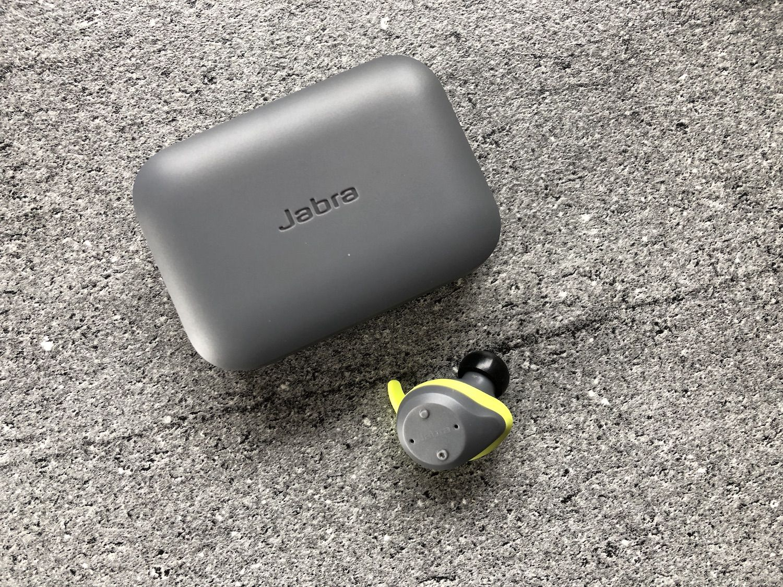 Recenzja Jabra Elite Sport – w pełni bezprzewodowe słuchawki, które wyposażono w czujnik pomiaru tętna