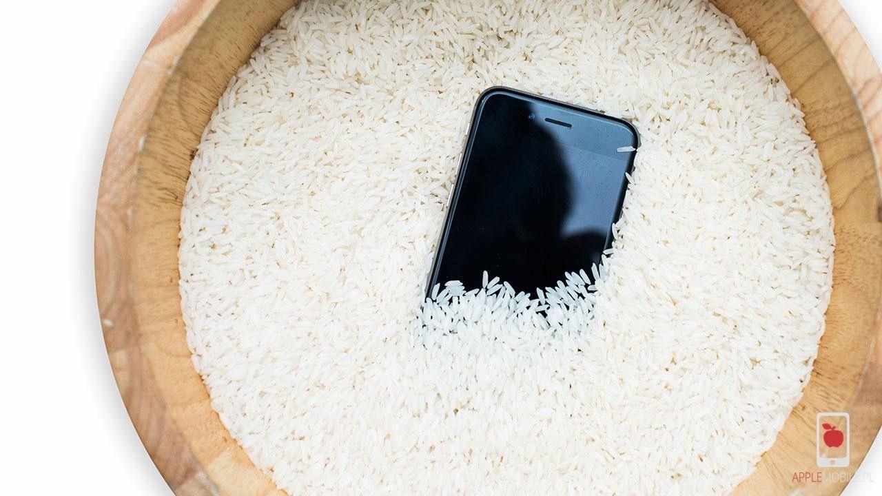 Ryż nie naprawi zamoczonego iphone. Suszenie tylko przyspiesza gnicie i korodowanie płīty głównej w iphone x.