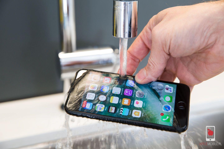 Moczenie telefonu iphone apple 7 8 XS to zło.