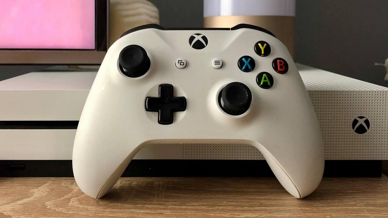 Recenzja pada Xbox One S – Tani, dobry pad do PC oraz iOS 13!
