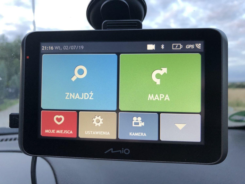 Recenzja MIO MiVue Drive 55 LM – nawigacja, wideorejestrator i zestaw głośnomówiący w jednym urządzeniu!