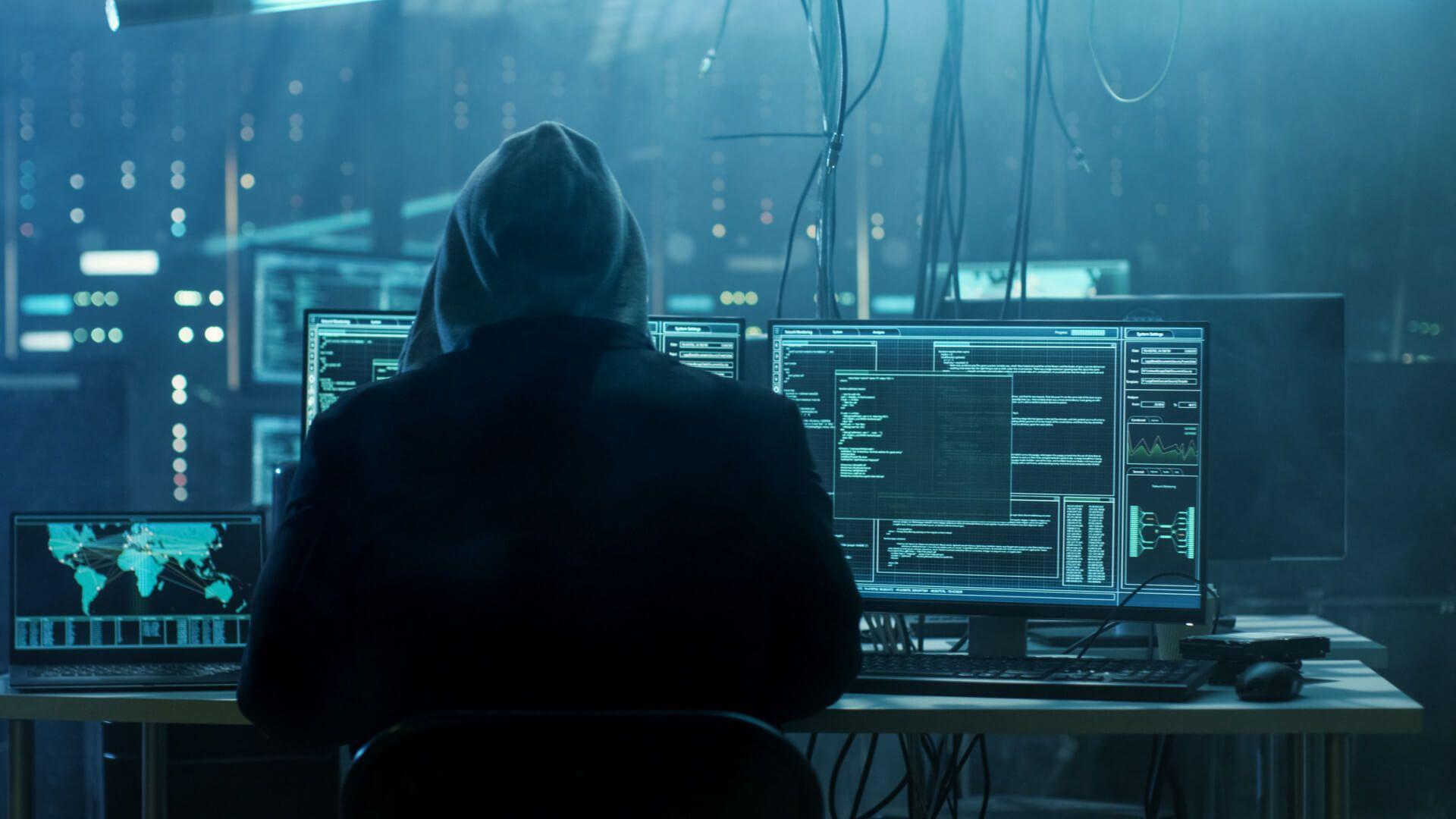 Jak zupełnie wyłączyć kamerę w Macbook | iMac blokując możliwość podglądania nas przez hackerów