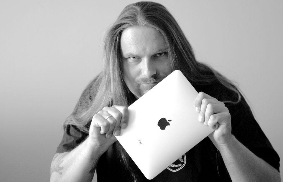 """""""Dziś jestem przede wszystkim programistą"""" – Krystian 'MacKozer' Kozerawski, bloger, programista i redaktor naczelny MyApple.pl"""