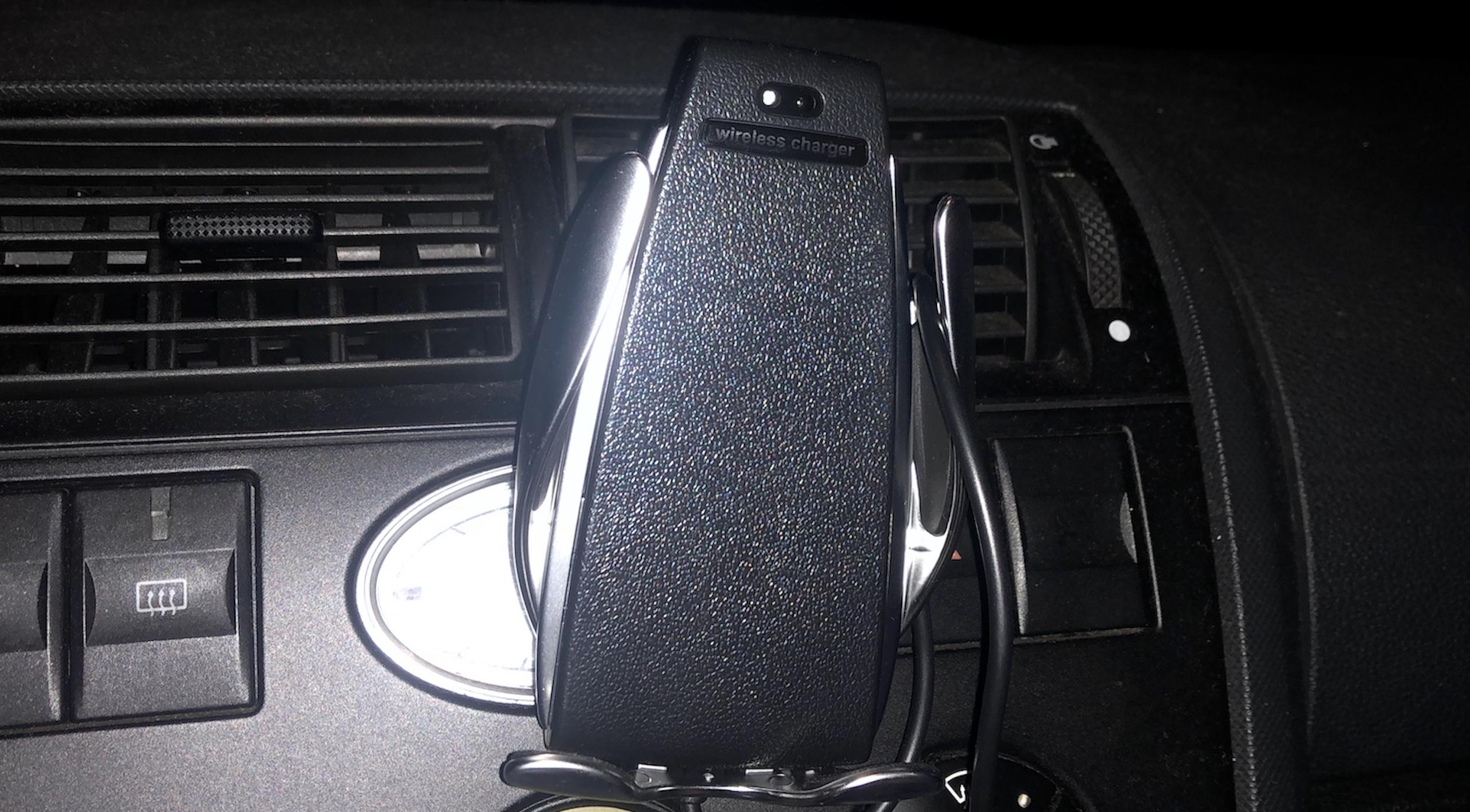 Recenzja grawitacyjnego smart uchwytu na iPhone do twojego auta!
