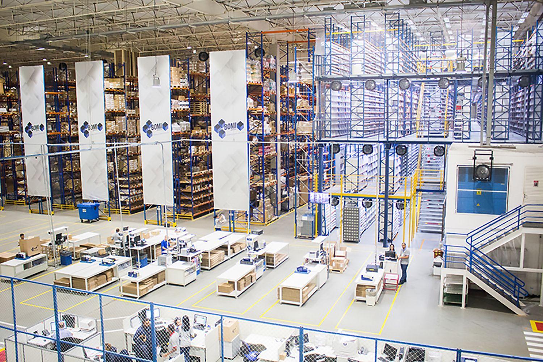 Etykiety samoprzylepne wspierające procesy logistyki w branży e-commerce