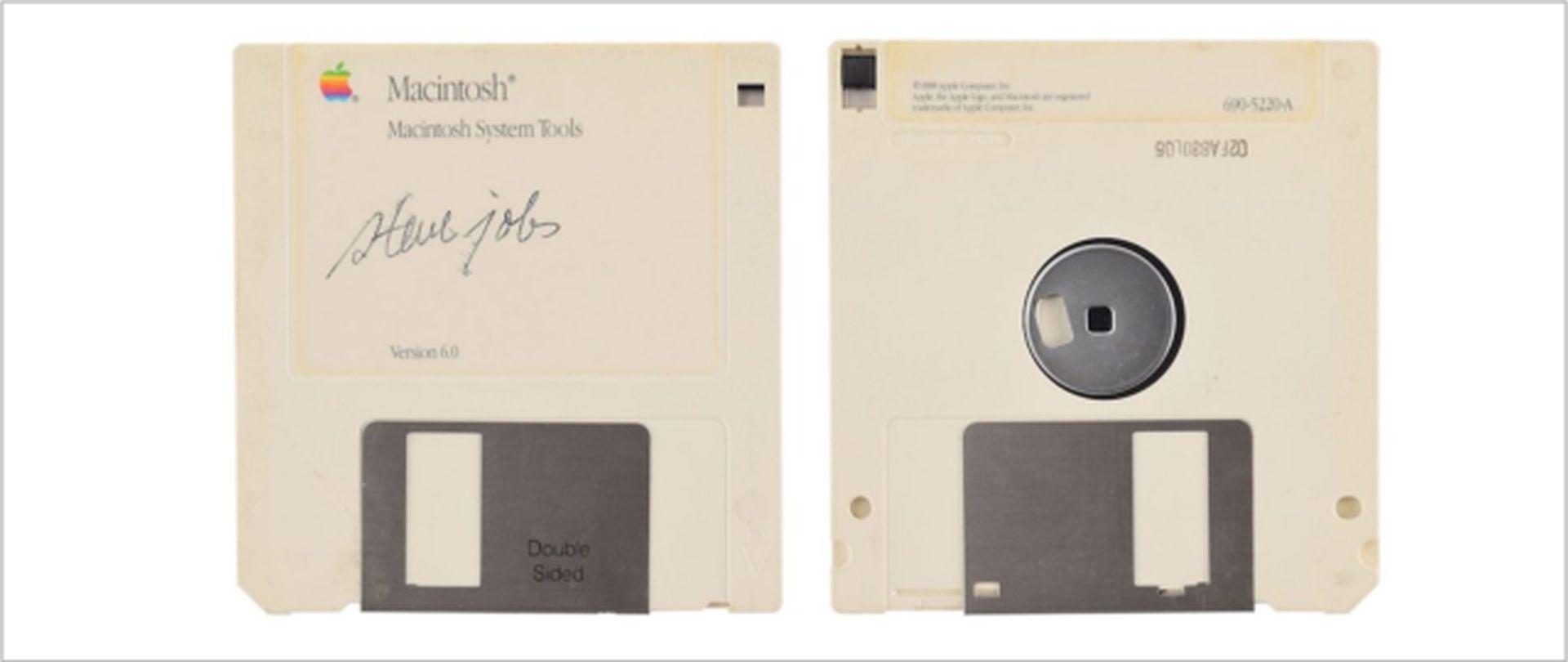 Dyskietka z autografem Steve'a Jobsa dostępna na aukcji