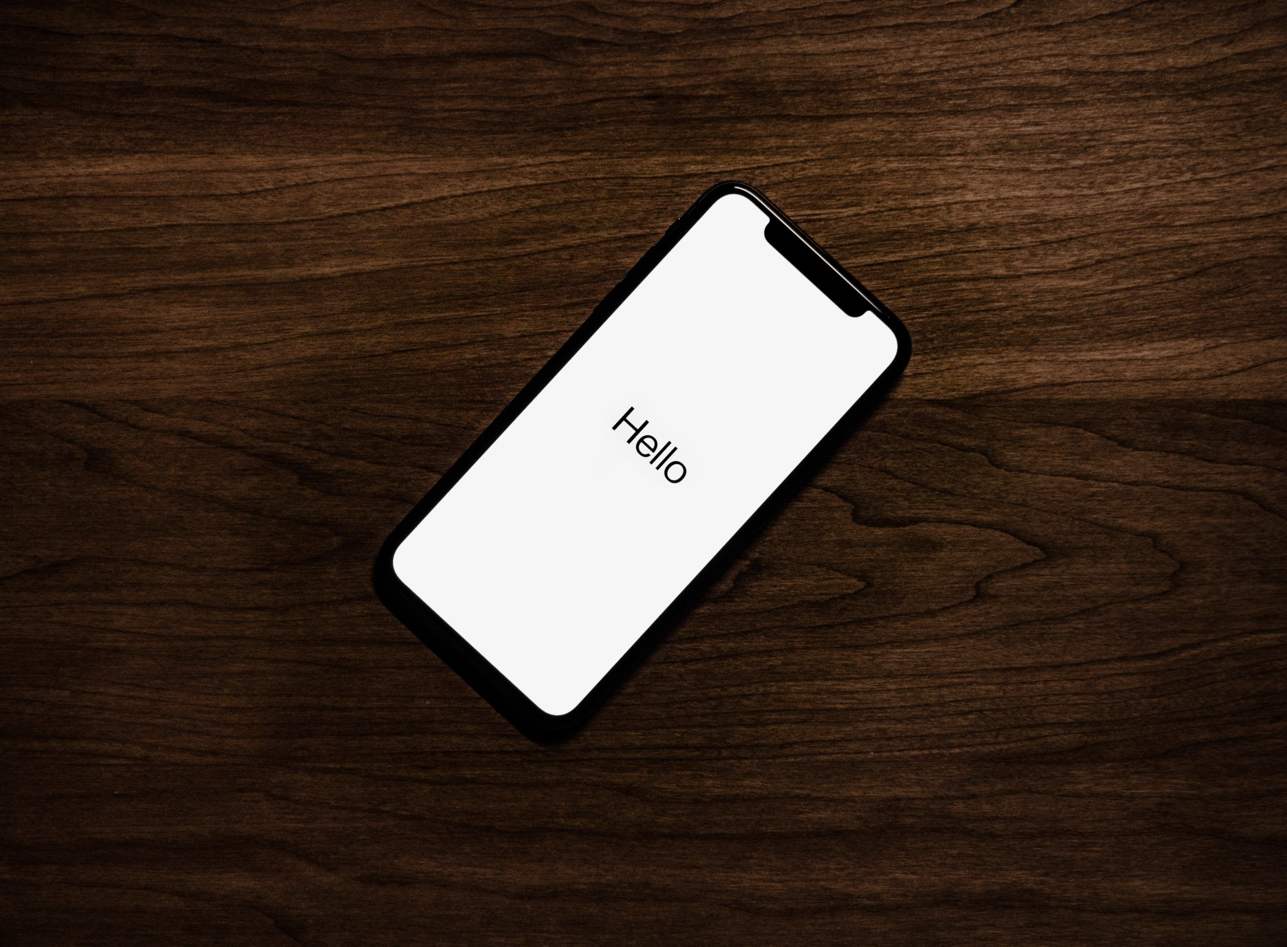 Szkło hartowane iPhone 11 – markowe czy zamiennik?