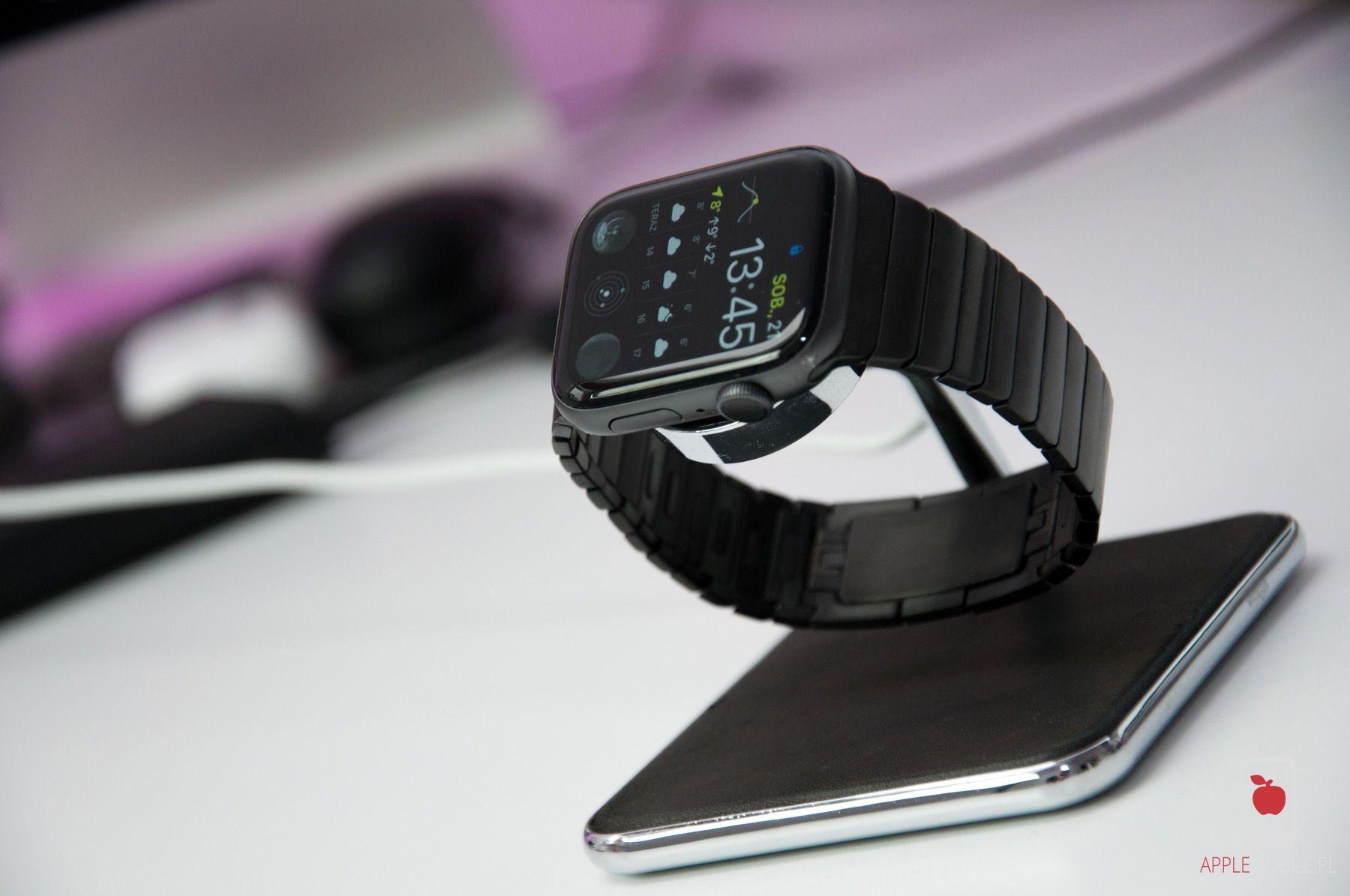 Bransoleta dla Apple Watch w kolorze gwieździstej czerni.