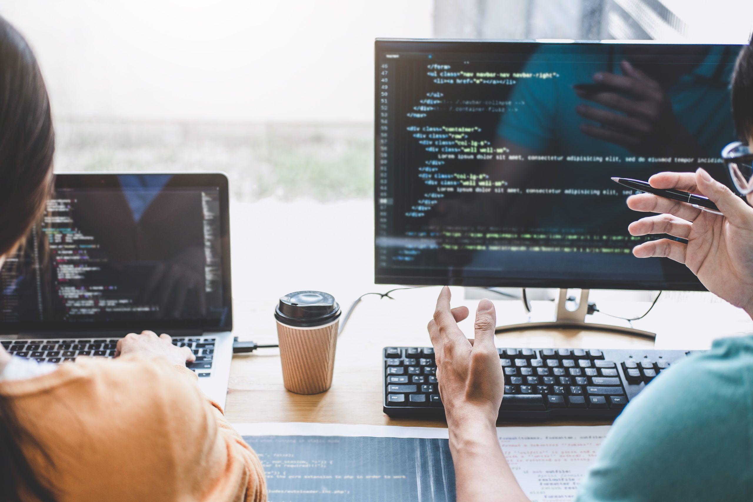 Co lepiej się sprawdza w IT: B2B czy etat?