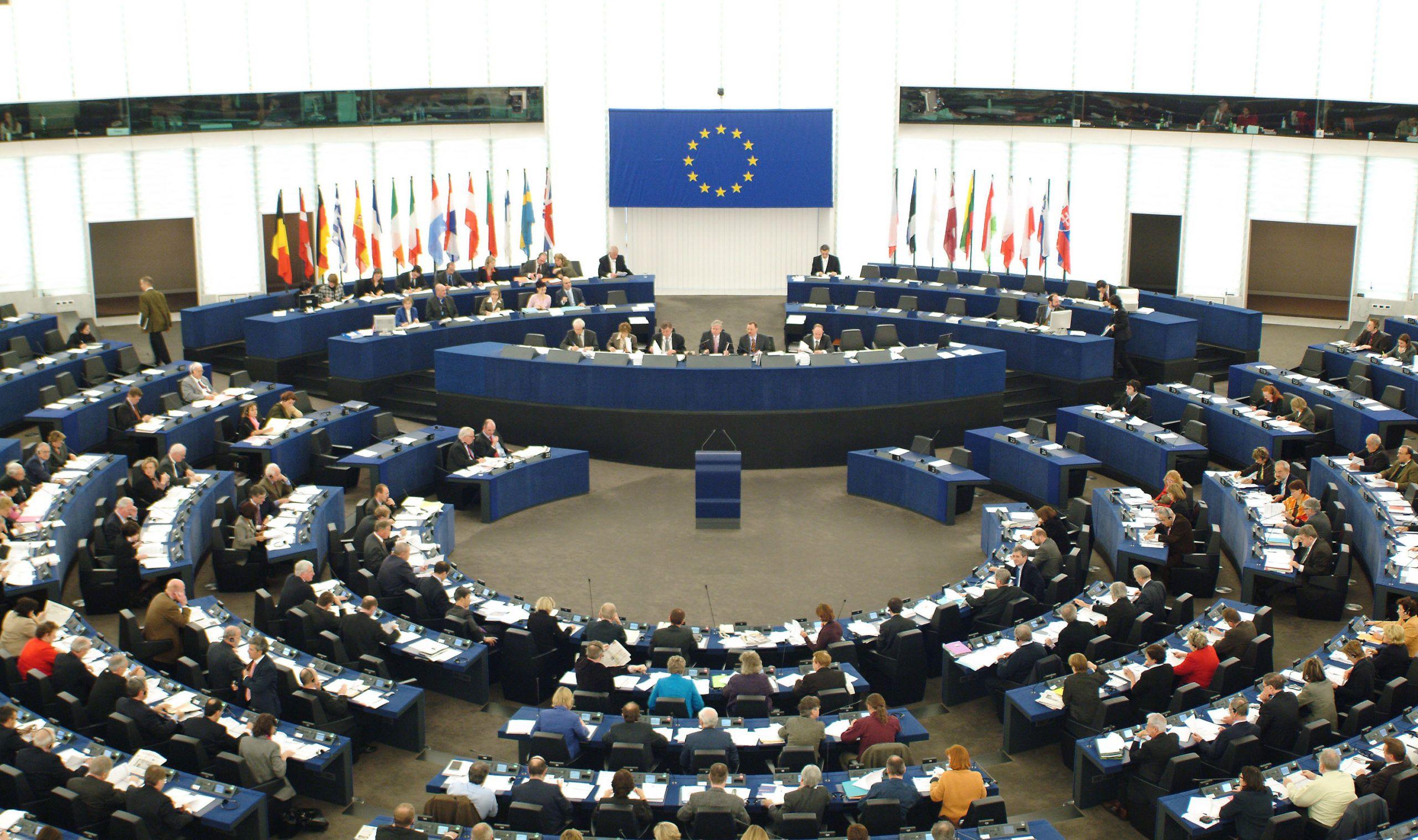 Parlamentu Europejski w przeważającej mierze chce standaryzacji ładowarek. Czy Apple zmieni gniazdo na USB-C?