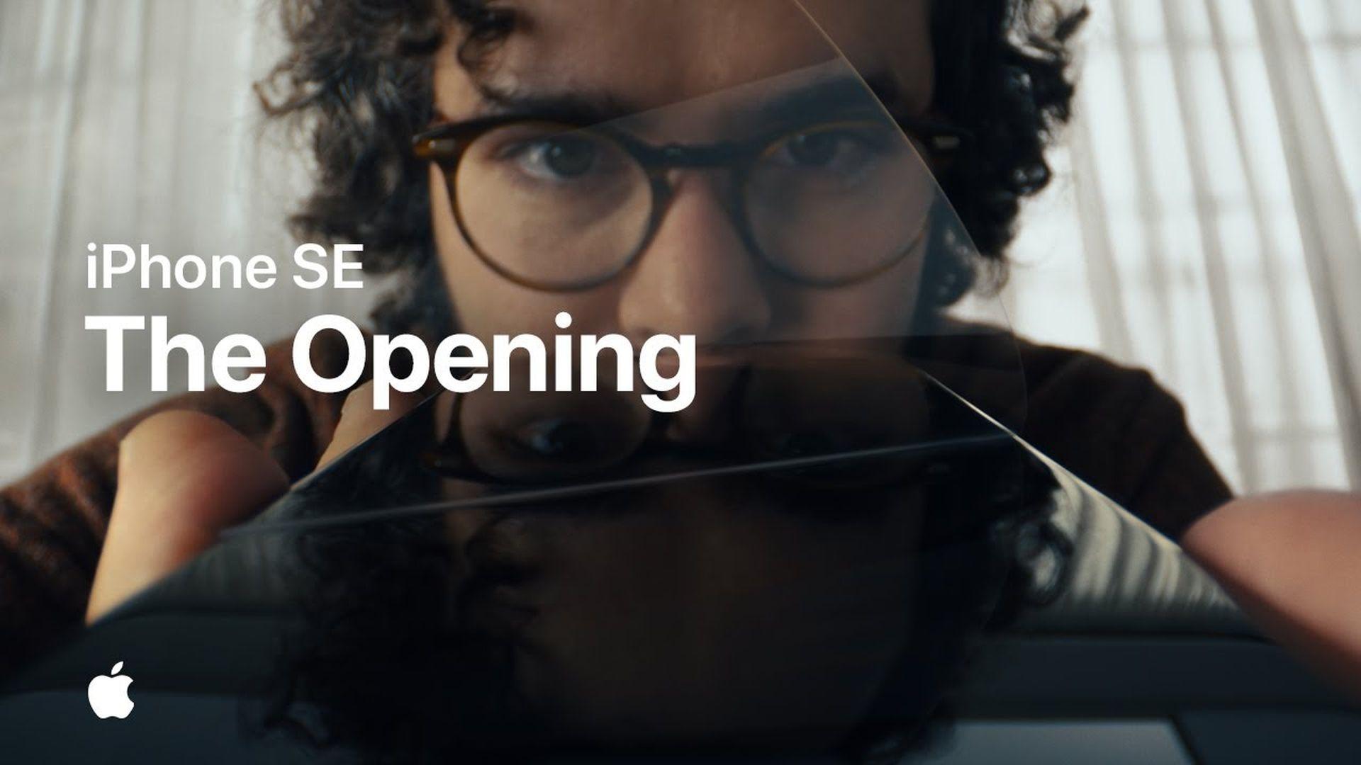 "Nowa reklama iPhone'a SE zatytułowana ""The Opening"""