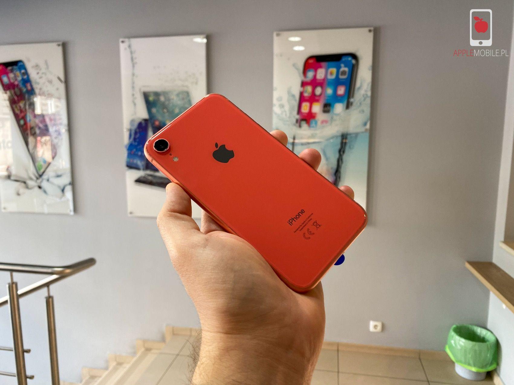 Wymiana ekranu w iPhone Xr zajmuje około 30 minut wraz z programowaniem i kalibracją. Na wymianę tylnej szklanej pokrywy potrzebujemy około 3-5 godzin.