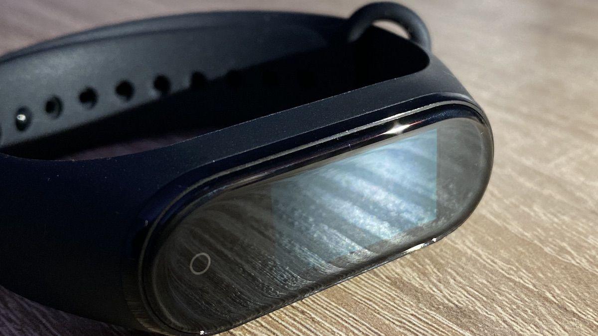 Xiaomi MiBand 4 – czy warto go kupić już po premierze serii piątej?