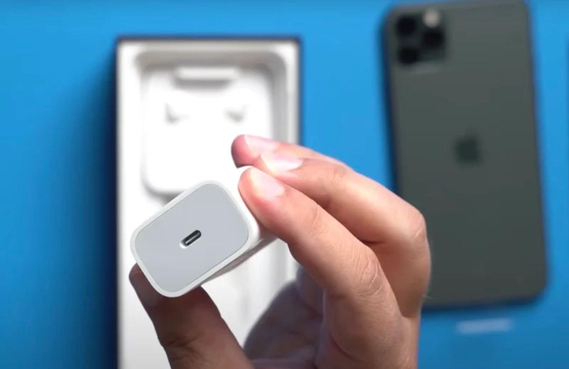 iPhone 12 ma nie posiadać w pudełku zasilacza oraz słuchawek