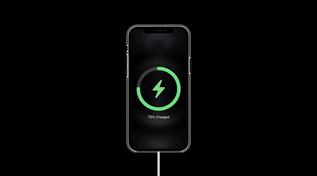 Szybkie ładowanie przy pomocy MagSafe jedynie w połączeniu z zasilaczem 20 W od Apple