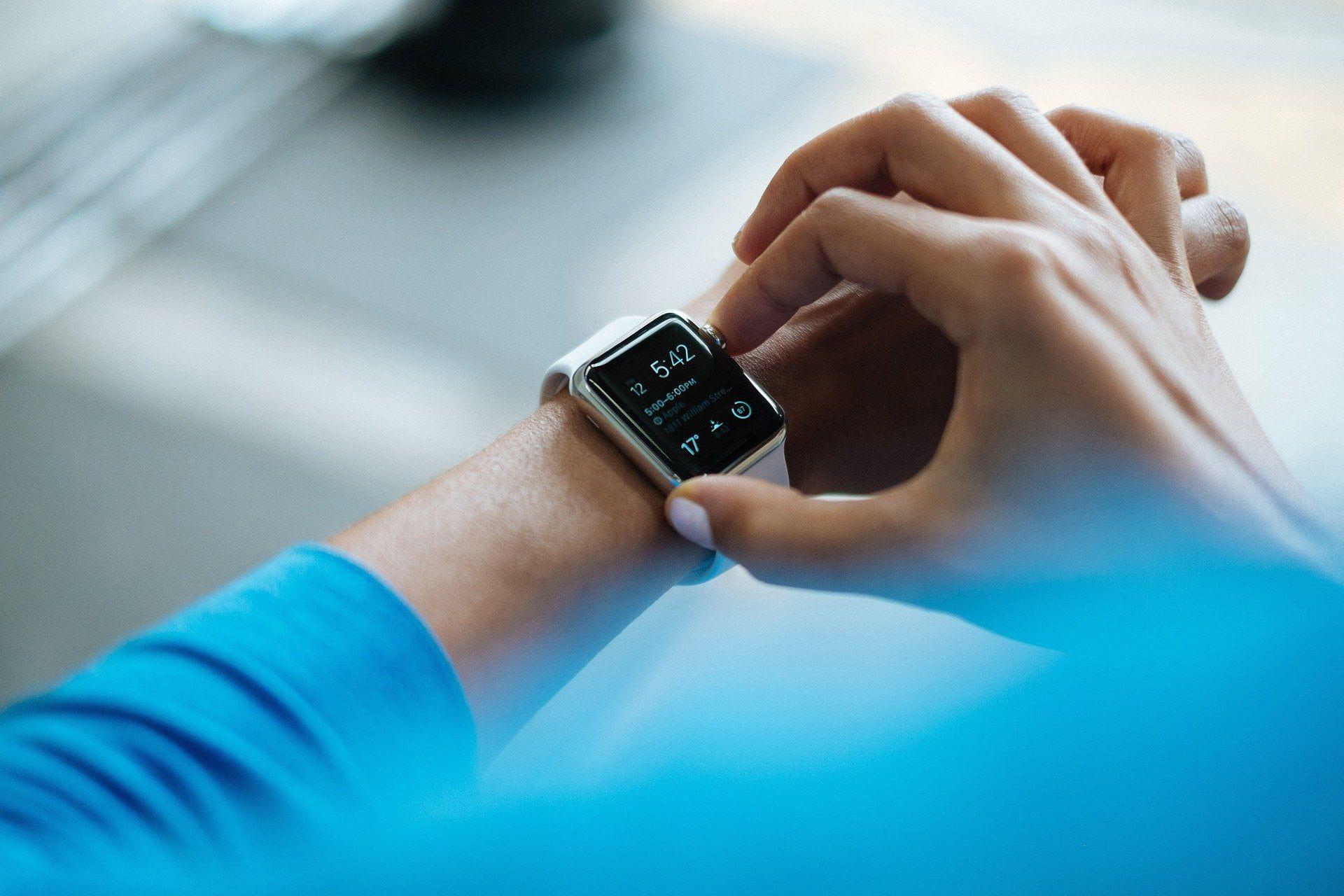 Smartwatch – czym jest i komu się przyda?