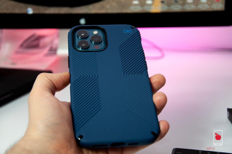 Etui SPECK Presidio2 GRIP dla iPhone 12 Pro, które oferuje pewny chwyt śliskiego i bardzo dużego telefonu