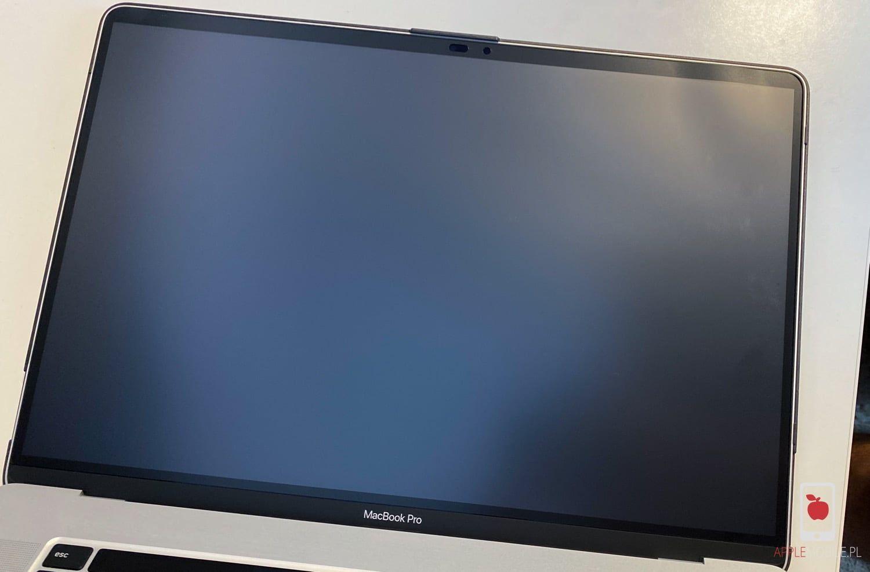 """Recenzja Moshi iVisor AG – folia ochronna z funkcją antyodblaskową dla Macbooka Pro 16"""""""