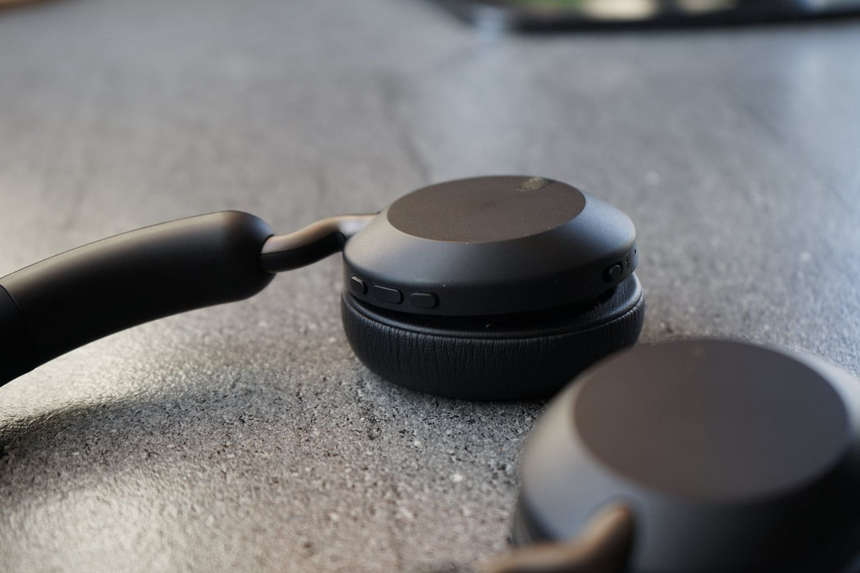 Recenzja Jabra Elite 45h – niewielkie słuchawki nauszne o świetnym brzmieniu i długim czasie pracy na jednym ładowaniu!