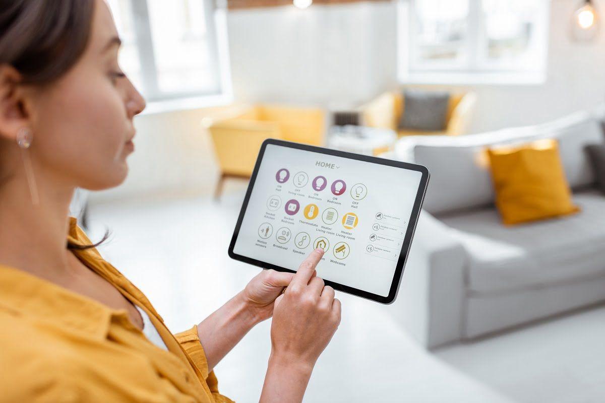 Własna aplikacja. Jakie są zalety współpracy z software house?