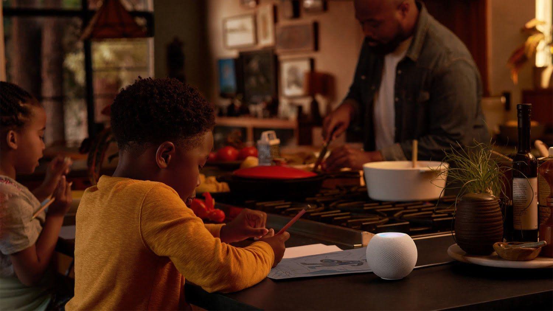Recenzja HomePod Mini – czy warto kupić głośnik Apple, którego oficjalnie kupić nad Wisłą nie można?