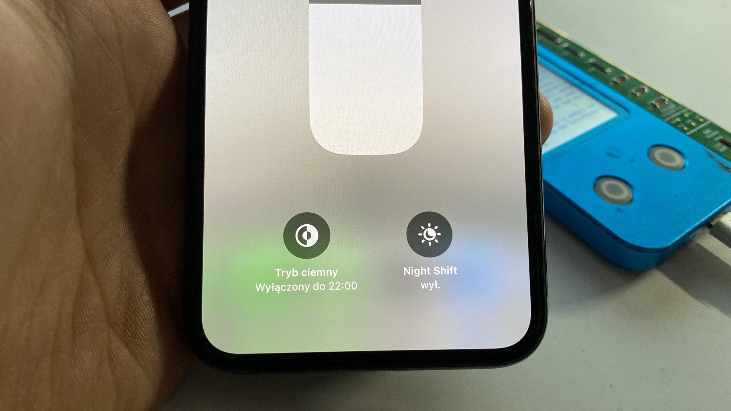 Brak True Tone po wymianie wyświetlacza w iPhone? Naprawa True Tone i ALS bez pierwotnego wyświetlacza w iPhone w serwisie APPLEMOBILE.PL w Szczecinie.